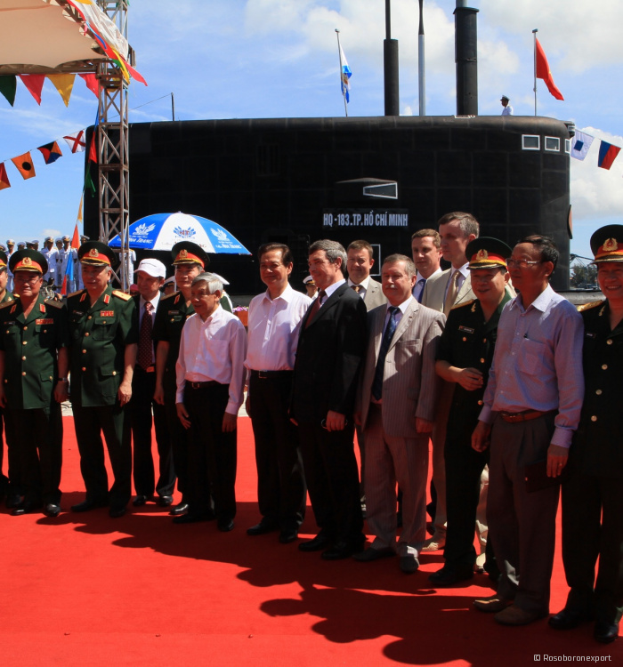 Director General of Rosoboronexport, took part in a solemn flag-raising ceremony on the two submarines of Project 636 Vietnamese Navy