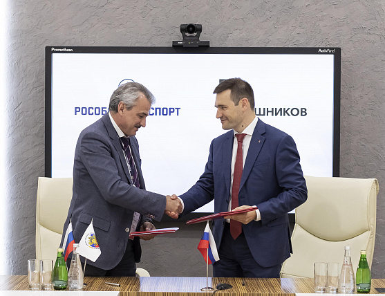 Rosoboronexport signs contracts to supply Russian small arms and close combat weapons abroad at Army 2019